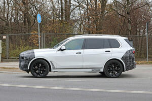 【特大グリルはそのまま】新型BMW X7 公道テスト開始 ヘッドライトに新デザイン採用か