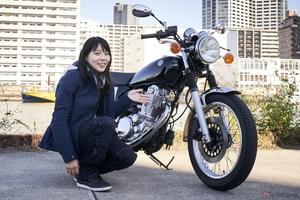 『小野木里奈の○○○○○日和』は、長い歴史をもつヤマハ「SR400」に改めて試乗します!