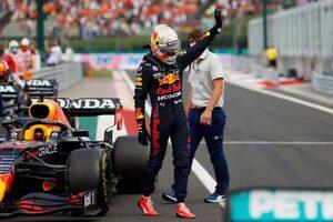 フェルスタッペン「またメルセデスとの事故なんて異常。ほとんど運転不可能な車で入賞を果たした」F1第11戦決勝