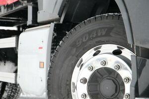 横浜ゴムの大型トラック・バス用スタッドレスタイヤ新製品「904W」を体感