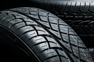【タイヤはなぜ黒い?】黒さの秘密は「カーボンブラック」 いっぽうで「ホワイトカーボン」も