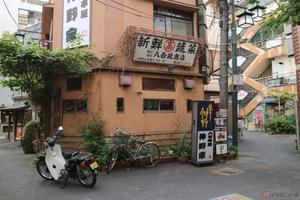 スーパーカブで訪れた東京都中野区の裏路地 そこには昭和レトロの世界に浸れる光景が広がっていた