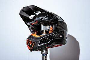 14万円の究極のオフヘルメットを試す。BELL モト10、スポーツにめっちゃ特化