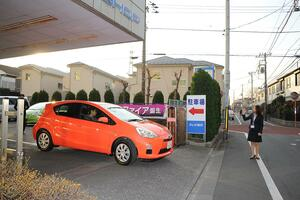 何百万もの「買い物」なのになぜ「数千円」のサービスがない? 新車の納車時に「ガソリン残量」がわずかな理由