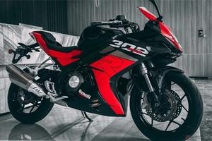 ベネリ「302R」新型モデル登場 22kgの減量を果たしたエントリースポーツモデル