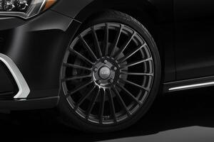 無限のホンダ・レジェンド用20インチアルミホイールに新色「フラットブラック」を追加設定