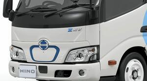 日野の新しい小型EVトラック「デュトロZ EV」はなぜ前輪駆動なのか?