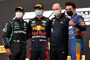 赤旗を挟む波乱のレースをフェルスタッペンが制す。角田裕毅はミスが響き入賞ならず【決勝レポート/F1第2戦】