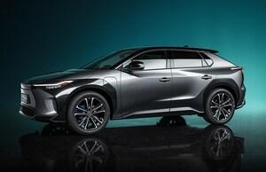 トヨタがスバルと共同開発の電動SUV「bZ4X」を世界初披露。EV専用プラットフォーム&AWDはスバルの技術