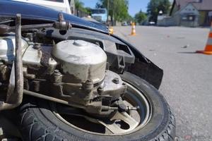 バイクの運転中に地震が起きたらどう対処するべきか?
