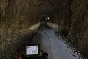 個性的すぎる房総半島の素掘りトンネル!! 暗闇の中で直角に曲がり、さらに横穴まで!?