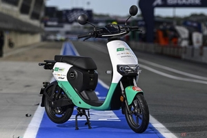 SUPER SOCOのEVが電動バイク世界選手権「MotoE」関係者移動車両として導入
