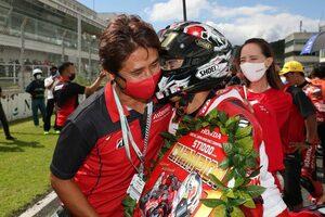 ヤマハ岡本裕生が初優勝を挙げホンダの連勝ストップ。チャンピオンは渡辺一馬/全日本ロード第7戦オートポリス ST1000 決勝