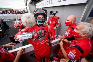 MotoGP第14戦サンマリノGP:バニャイアがポール・トゥ・ウインで2連勝。クアルタラロは0.364秒差の2位