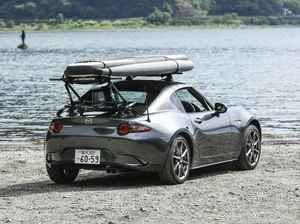 【吸盤式キャリア】で大変革。スポーツカーにもサーフィンやサップのボードは載せられる!【動画】