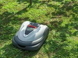 ホンダのロボット草刈機「グラスミーモ」発売。草刈りから充電、草の回収など、すべておまかせ