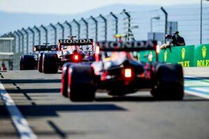 レッドブル代表「ルイスには駆け引きをする権利があった。これもゲームの一部」/F1第11戦予選