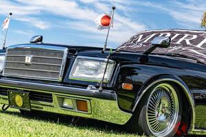 車高低っ!? トヨタ最高級セダン「センチュリー」登場! 激レアトヨタ車が米国で愛される訳