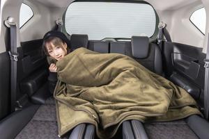 冬の車中泊の鍵は「断熱」にあり! 快適な「寝床」を実現するアイテムと方法