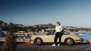 ポルシェ911 Tを華麗に操る美人インスタグラマーは、ハリウッドでも活躍する女性プレシジョンドライバー