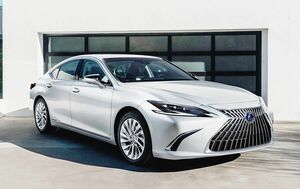 トヨタ、マイナーチェンジしたレクサス「ES」上海ショーで世界初公開 日本は今秋投入