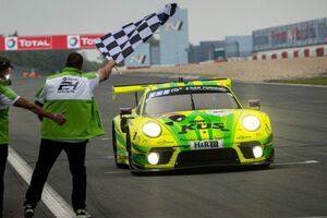 マンタイ・レーシング、ニュルブルクリンク24時間通算7勝目は「非常に短く激しい」レースに