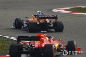 """激化するF1コンストラクターズ3位争い。マクラーレン代表、フェラーリのカムバックを""""現実的""""に予想"""