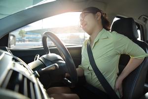 うぐっ、腰にキタッ! 元アスリートが指南する運転中の腰痛対策ストレッチ