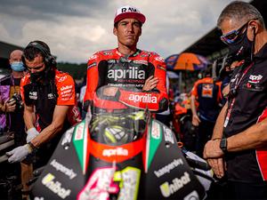 【アプリリア】MotoGP で活躍する「アプリリアレーシング」のチームウェアコレクションを発売