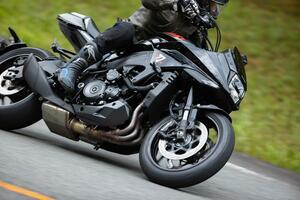 """カタナを峠で走らせたら""""妖刀""""みたいなバイクだった件【新米編集部員の新型KATANA体験レポート(3)ワインディング編】"""