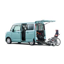 スズキが「スペーシア 車いす移動車」の安全装備を充実