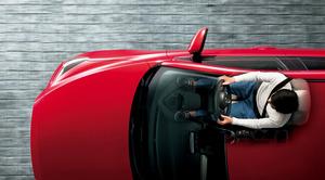 安全追求はメーカーの使命のハズ! 高齢者の「踏み間違い事故」も減らせる「ハンドル調整機能」を軽視するワケ