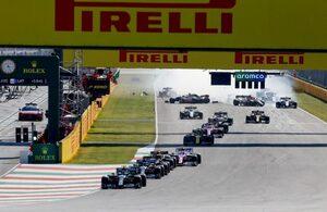 「レースを盛り上げるためのF1ルールが多重クラッシュを引き起こした」との批判にFIAレースディレクターが不快感