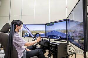 【最新版に試乗!イヤらしくもが現実的な場面が次々と】ホンダがドライビングシミュレーターを開発する理由|その3|