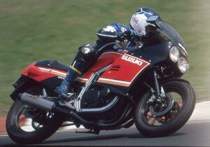 スズキ「GSX-R」ブランドの原点は400ccのレーサーレプリカだった! クラス最強・最軽量の歴史はここから始まる【バイクの歴史】