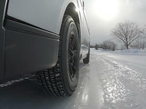 日本の物流を支えるビジネスバンが雪で運行不能にならないように! TOYO TIREのスタッドレスタイヤ「DELVEX 935」発売