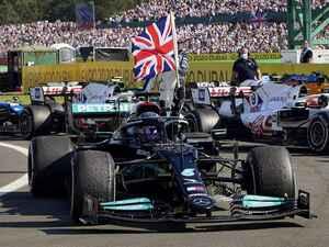 2021年F1第10戦、ハミルトンとフェルスタッペンが1周目で接触。ハミルトンが逆転勝利するも・・・【イギリスGP決勝】