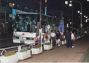 最後部まで3列シートで乗客定員28名。さらに袋型の毛布の採用など、 当時の近鉄夜行バスに基本形だった 【高速バスアーカイブ第10弾】