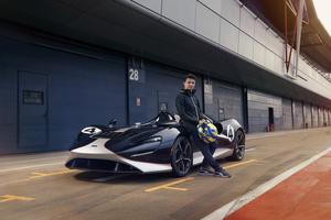 F1ドライバーのランド・ノリス、「マクラーレン エルヴァ」をシルバーストンでアタック!【動画】