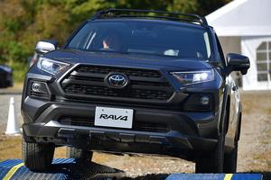 """なんと車高はランクルに迫る!? RAV4話題のオフロード仕様は""""普通のRAV4""""より凄いのか"""
