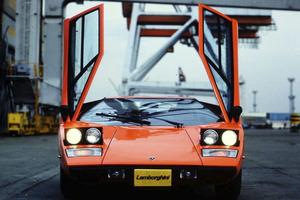「1号車は、野ざらしで保税倉庫に置かれていましたね」伝説の生き証人が語る「ランボルギーニ・カウンタックLP400」日本上陸秘話