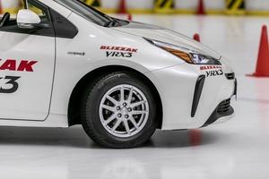 【最新は最良か】ブリヂストンの新ブリザック 氷上で知るVRX3の本領