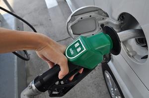 誤給油はなぜ減らない? ガソリン車に軽油を入れるとどうなる?