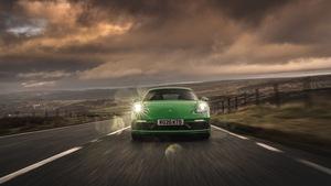 ポルシェの公式ドライブアプリ「ROADS」で行く、英国のワインディングロード 【動画】