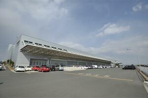 輸入車の陸揚げ後に送られる「PDI」センター! 日本ではとくに重要となる「役割」とは