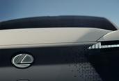 トヨタには燃料電池もあるのに…… レクサスがEVに熱心な理由は何か?