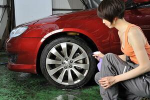 喜ばせるつもりが怒りの原因に! 女子のやってはいけない「洗車」のサポート5つ