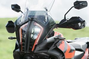 KTM「1290 スーパーアドベンチャー S」舗装路のロングツーリング性能を重視し、想像以上に扱いやすい!【試乗インプレ・車両解説 2020】