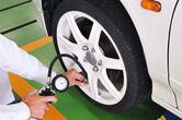 ほんの少しで燃費と乗り心地が変わる!?  タイヤ空気圧の絶大な効果と調整幅の目安とは