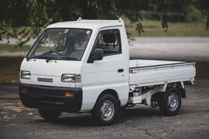 【アメリカで高額落札】日本の軽トラック・軽自動車 6台がオークションに スバル360のポリスカー(?)が400万円超え